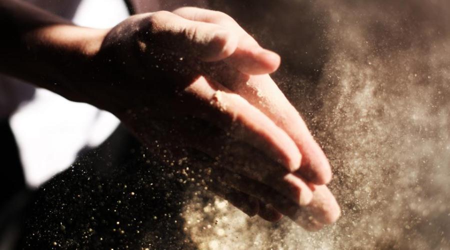 przemoc obraca w pył