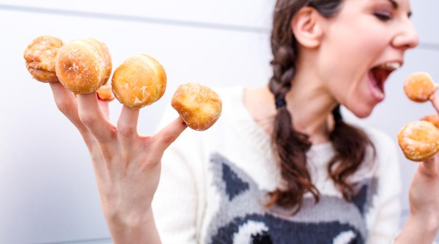 Zarabianie biustem, czyli mniej oczywiste zalety karmienia piersią