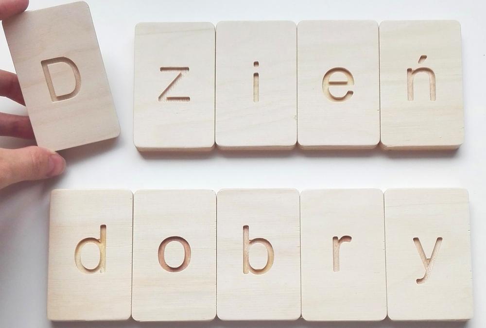 Drewniane tabliczki do nauki liter