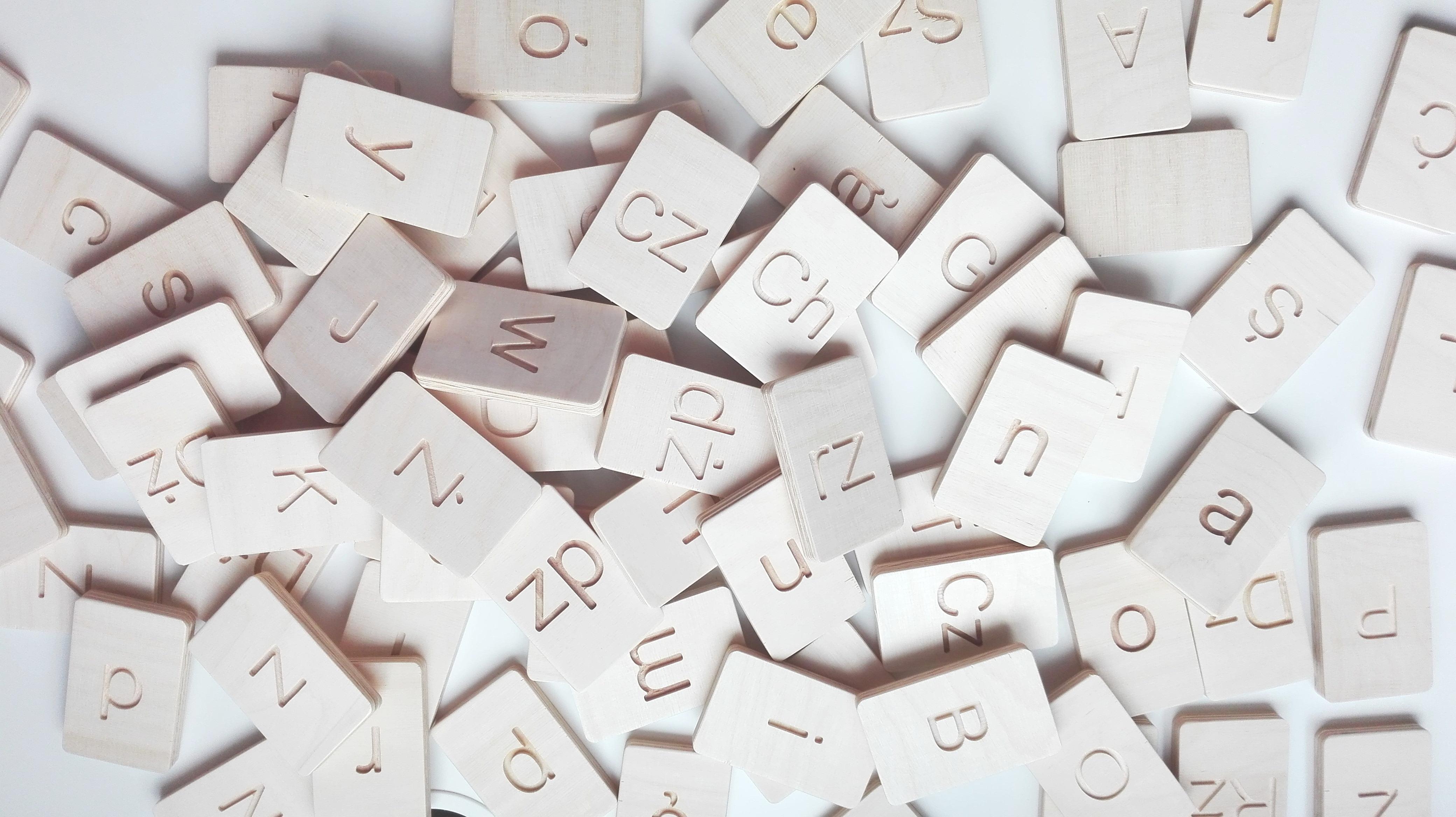 polski alfabet z drewna
