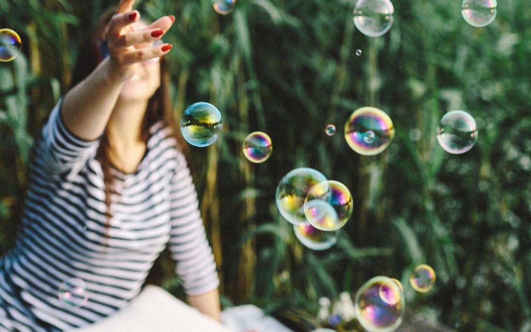 """Coś lepszego od """"myśl pozytywnie"""" – nauką poparta metoda na szczęśliwy mózg"""